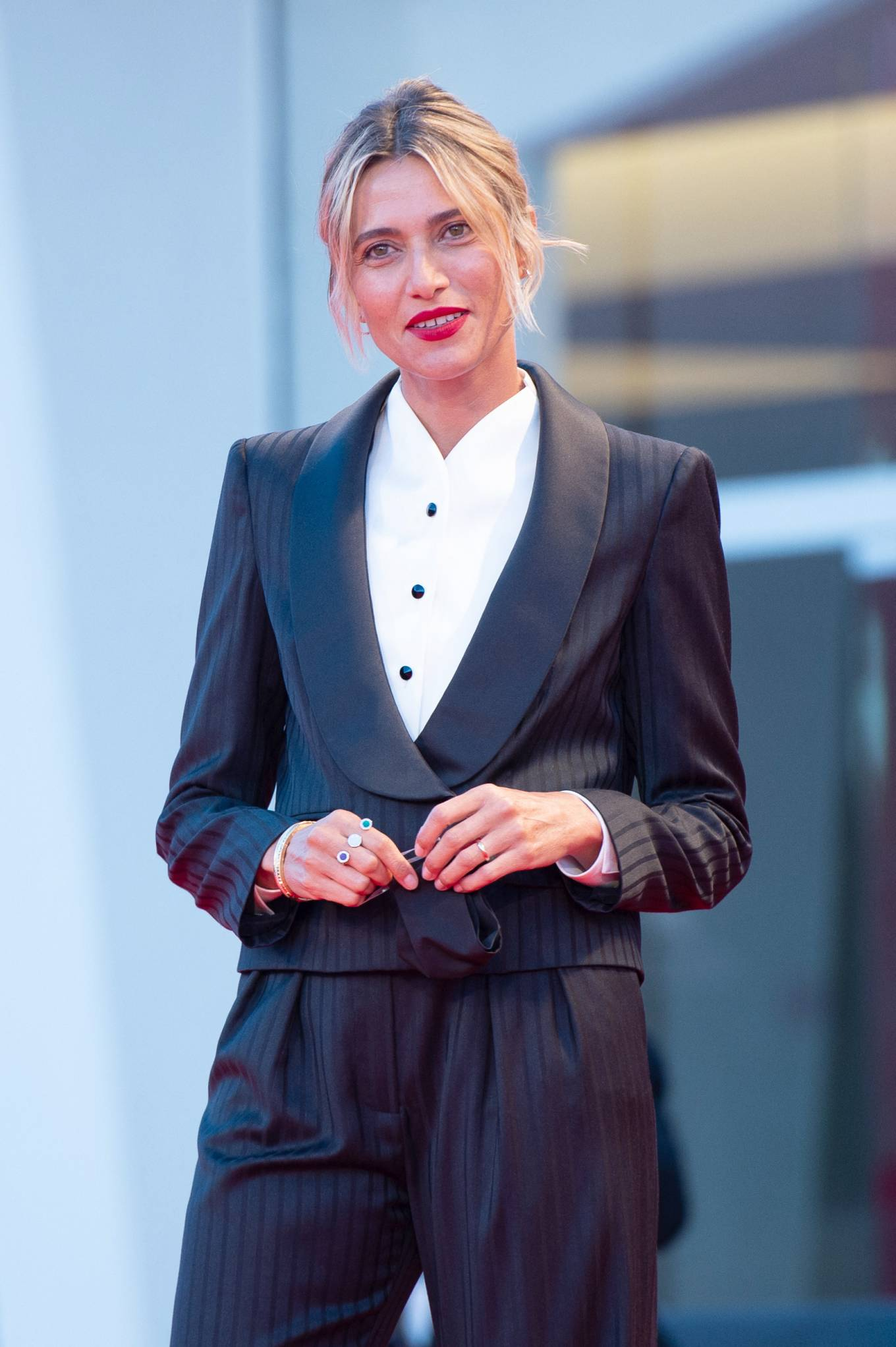 Anna Foglietta cùng thời trang thảm đỏ venice