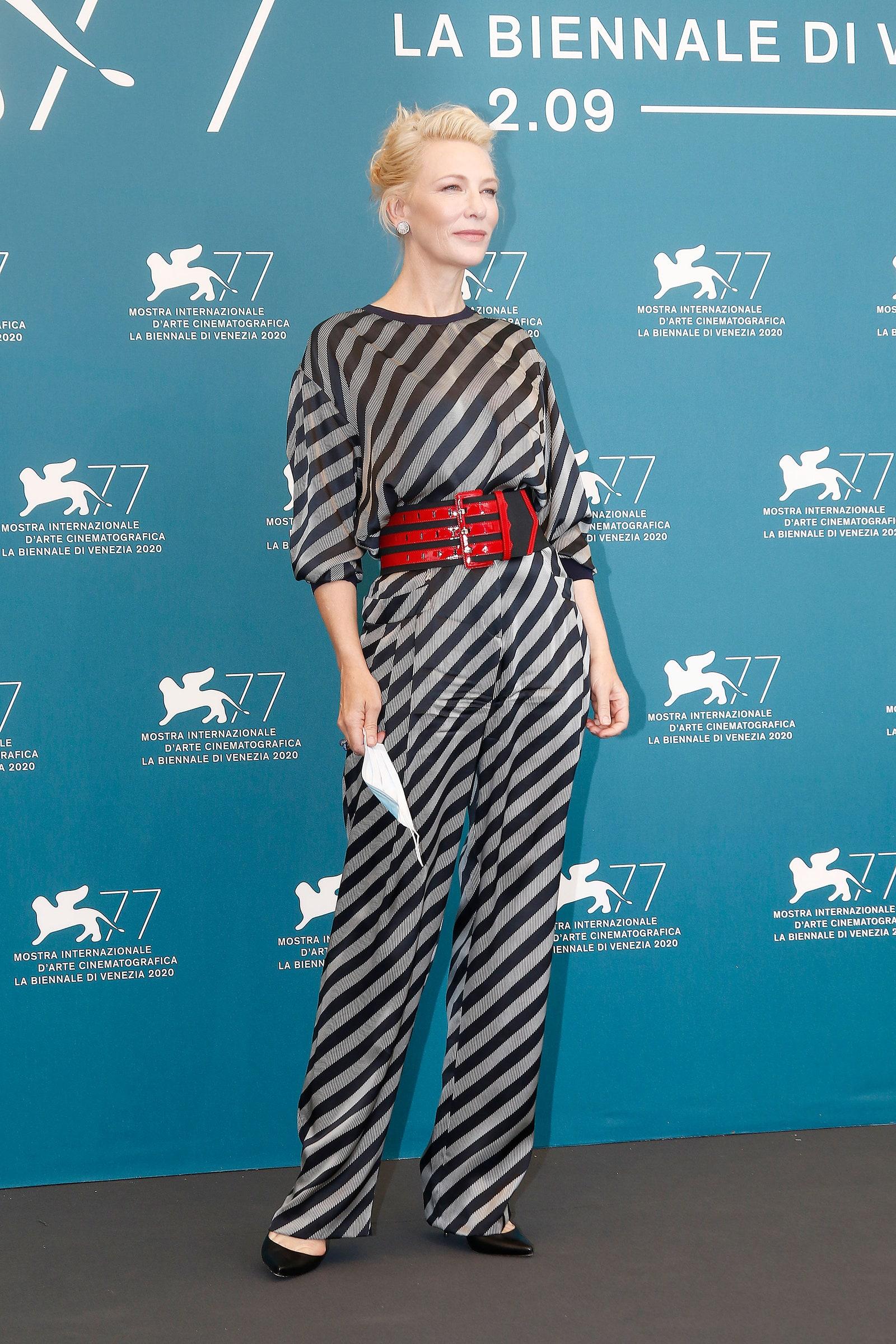Cate Blanchett cùng thời trang Armani thảm đỉ venice