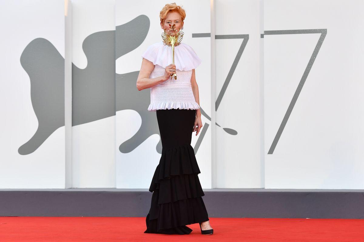 Tilda Swinton cùng thời trang thảm đỏ venice 2020
