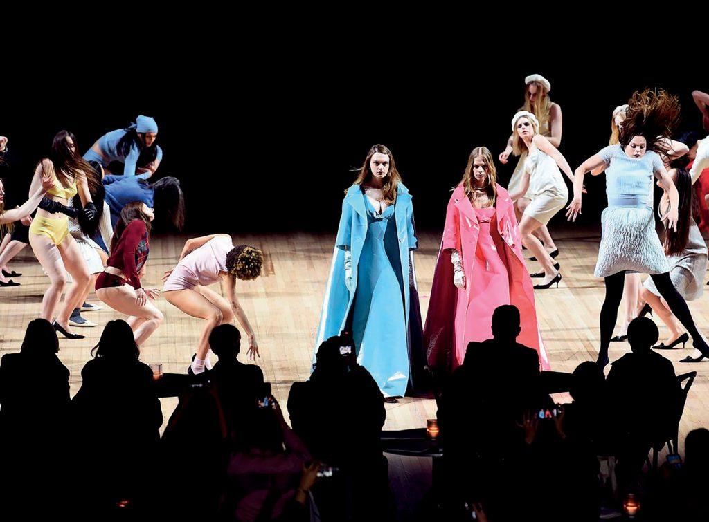 thời trang Marc Jacobs tổ chức múa đương đại