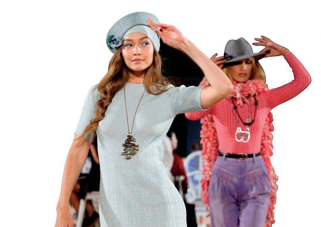 thời trang các siêu mẫu tại sàn diễn thời trang