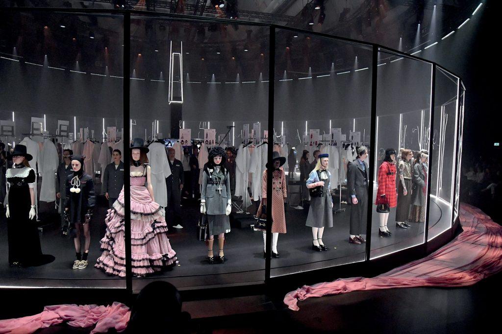 thời trang không gian đảo ngược của Gucci