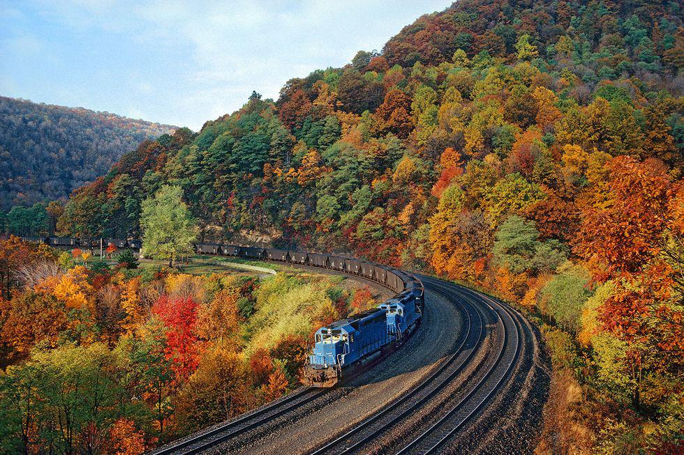 mùa thu trên tàu lửa