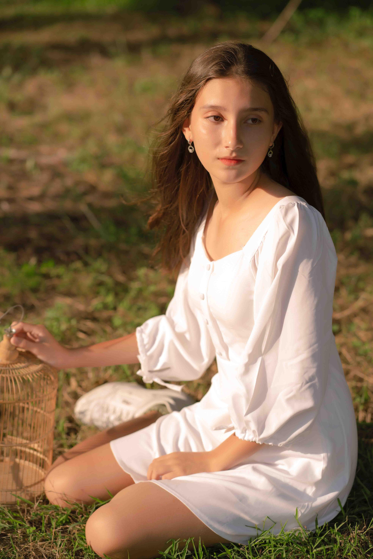 cung hoàng đạo cô gái mặc váy trắng