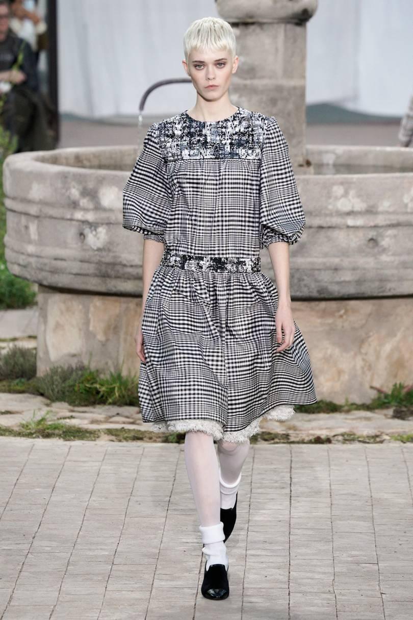 Phối đồ phong cách preppy trong bst Chanel resort 2020