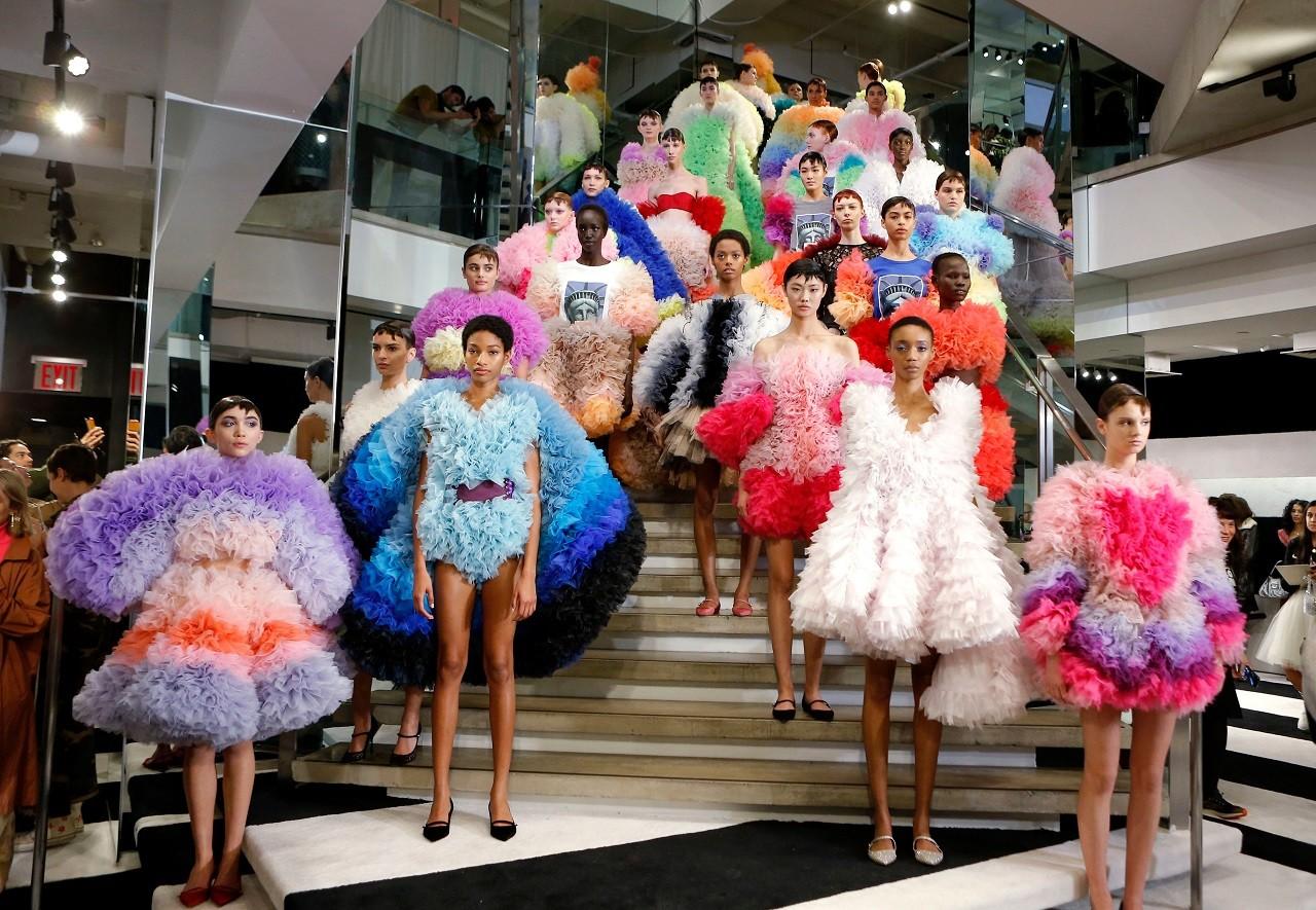 BST thời trang xuân hè 2020 nhiều màu sắc từ thương hiệu Tomo Koizumi