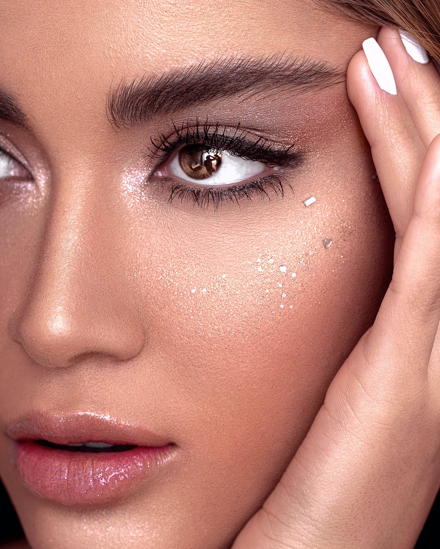 Sử dụng mascara chống nước giúp phái đẹp luôn toả sáng bất chất mọi thời tiết.