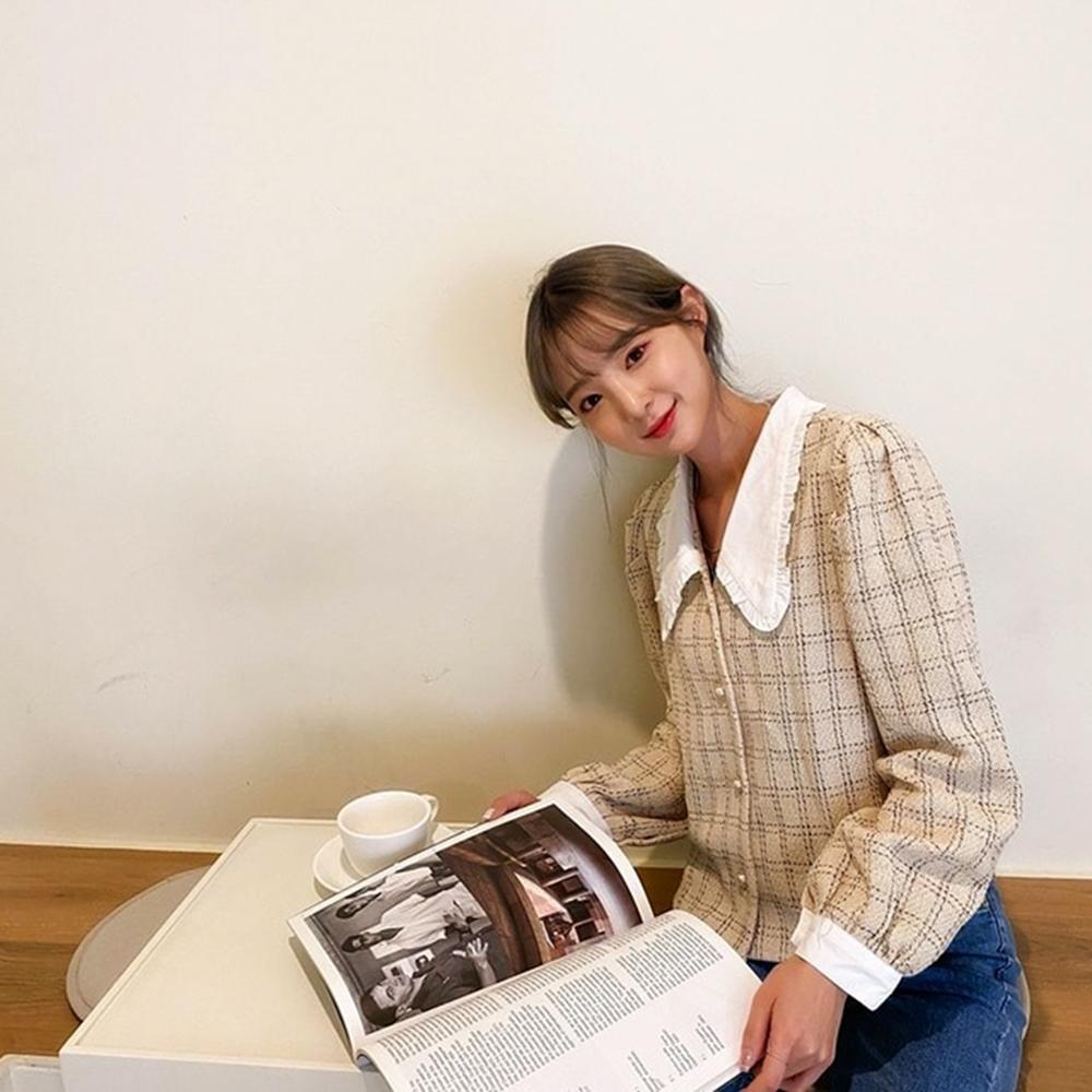 áo caro kiểu nữ tính cổ áo peter pan phối cùng quần jeans