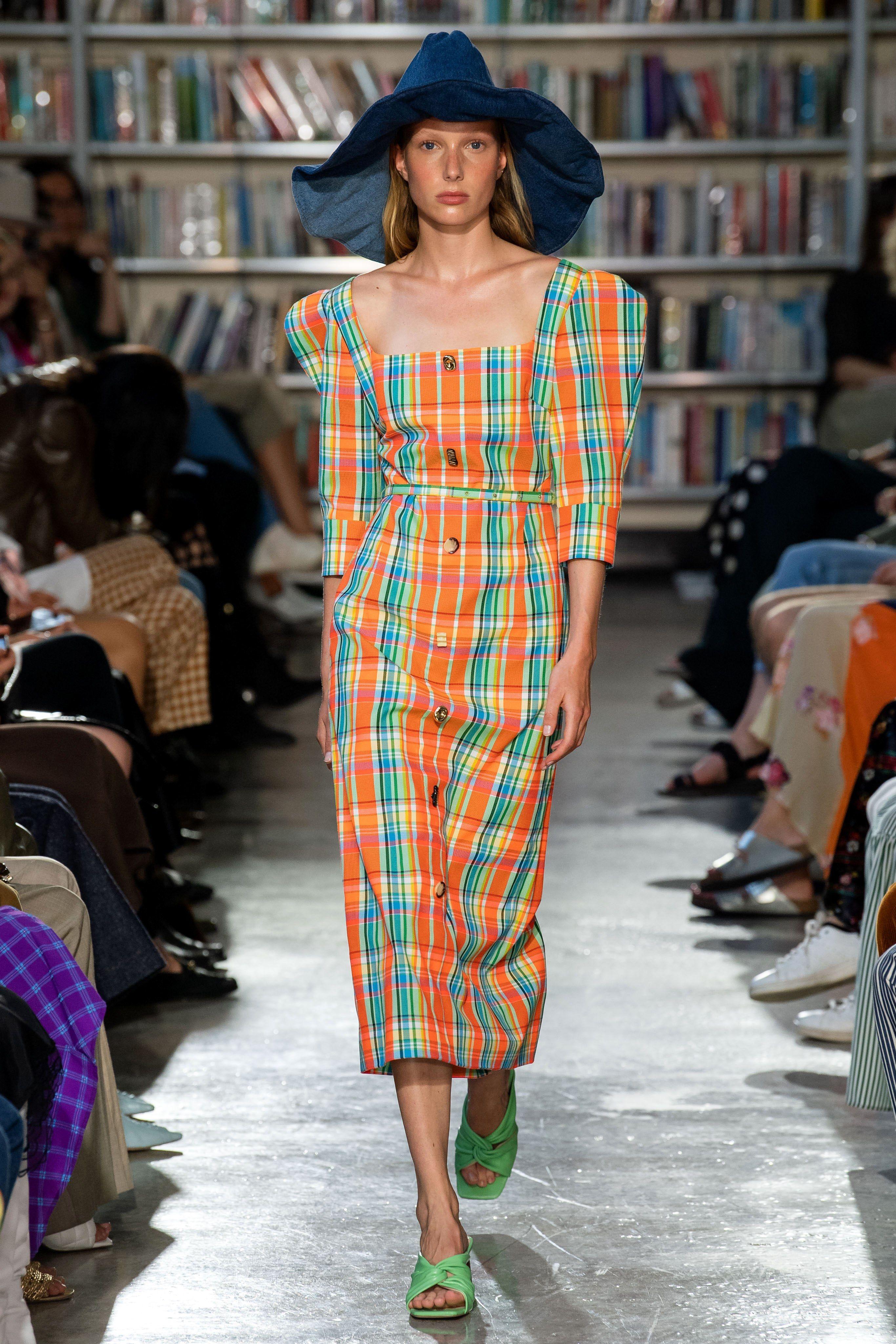 áo caro nổi bật xu hướng thời trang tại các sàn diễn thời trang