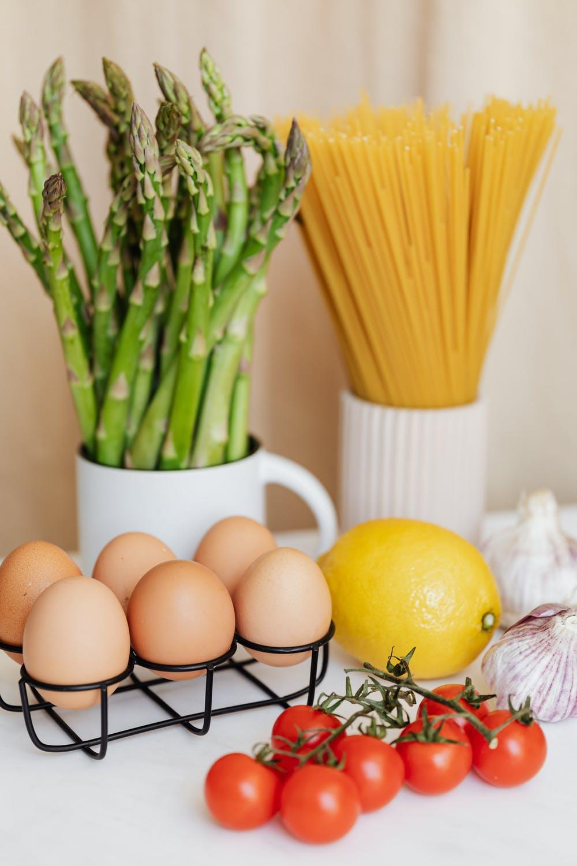 Trị mụn cám bằng trứng gà và chanh.