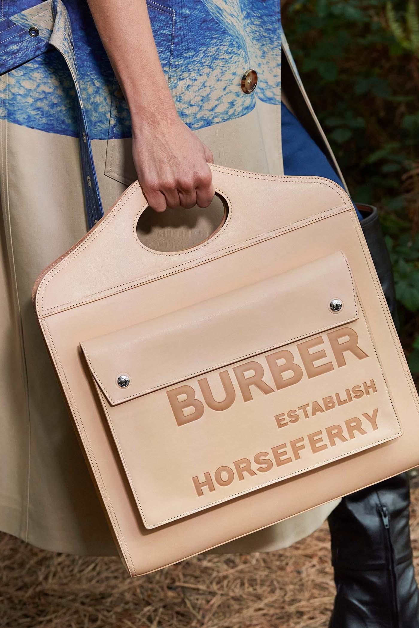 BST Xuân Hè 2021 Burberry túi bản lớn
