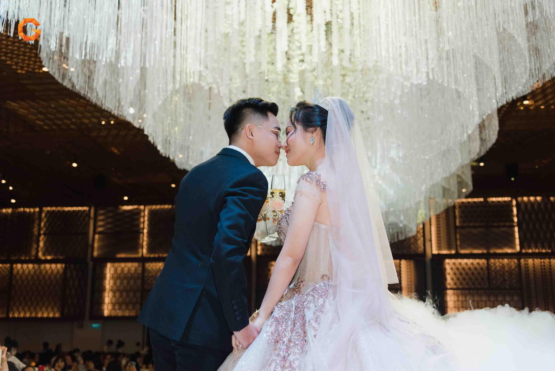 tiệc cưới và cô dâu chú rể