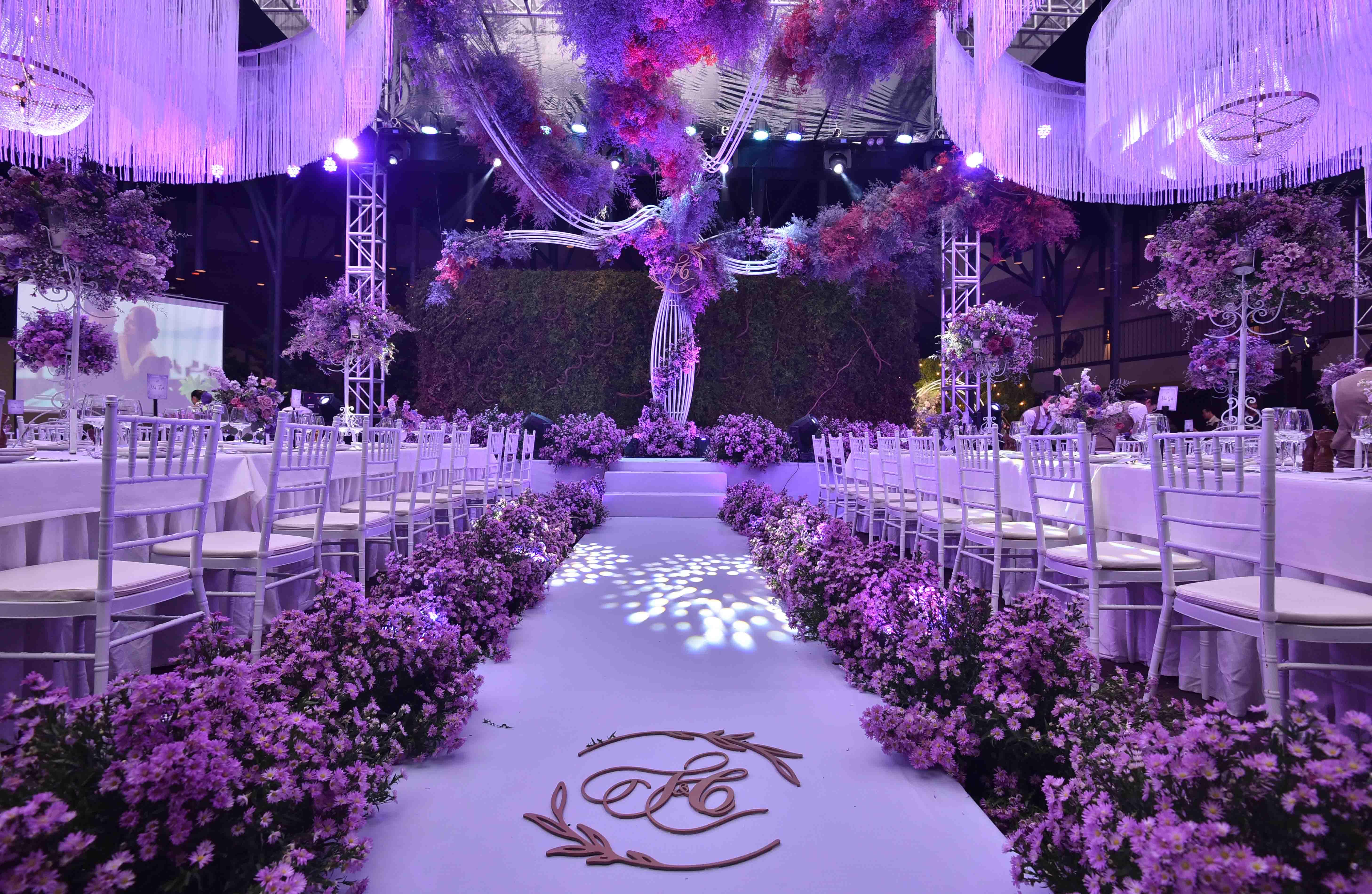 tiệc cưới tông màu tím