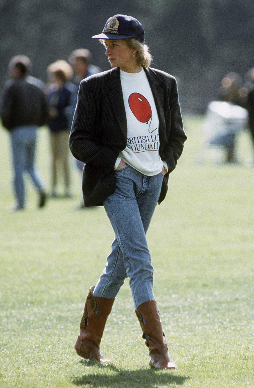 Công nương Diana cùng trang phục quần jeans và boots