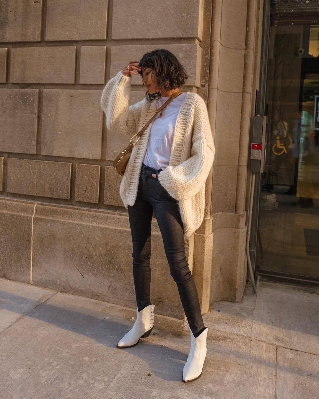 quần jean và giày boot biến tấu theo phong cách cowboy