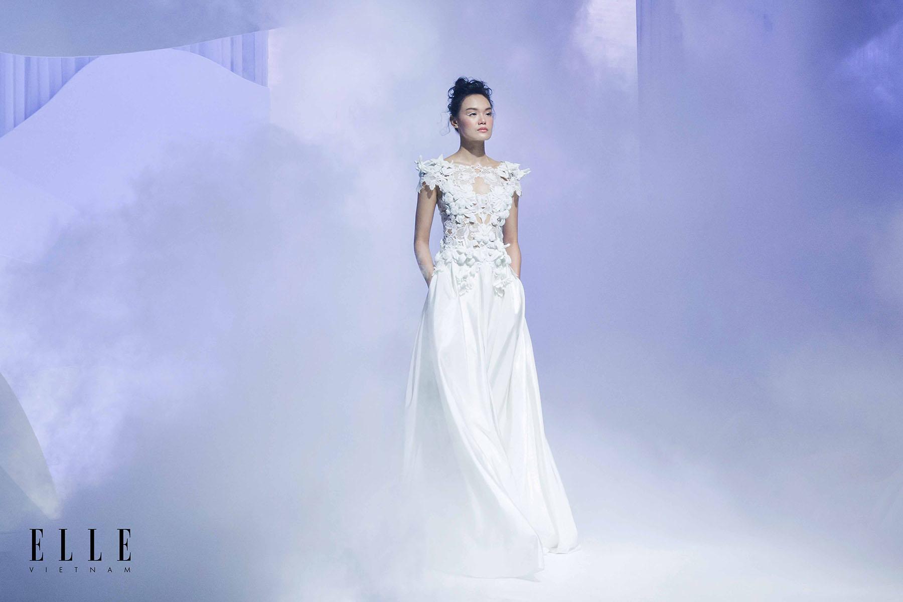 NTK Trương Thanh Hải BST váy cưới cùng thiết tế lộng lẫy từ những cánh hoa