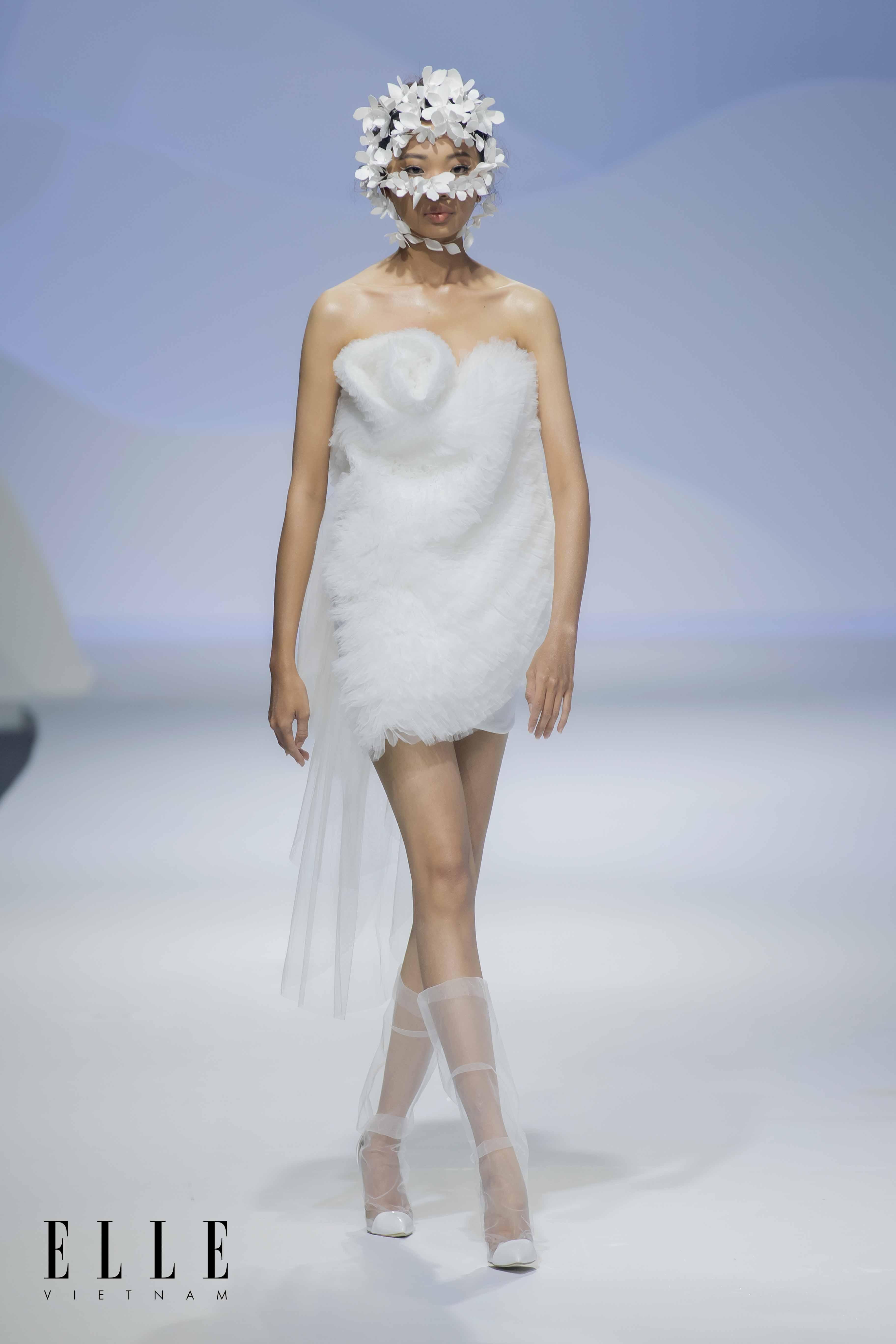 NTK Trương Thanh Hải BST váy cưới cùng phụ kiện tóc thiết kế độc đáo