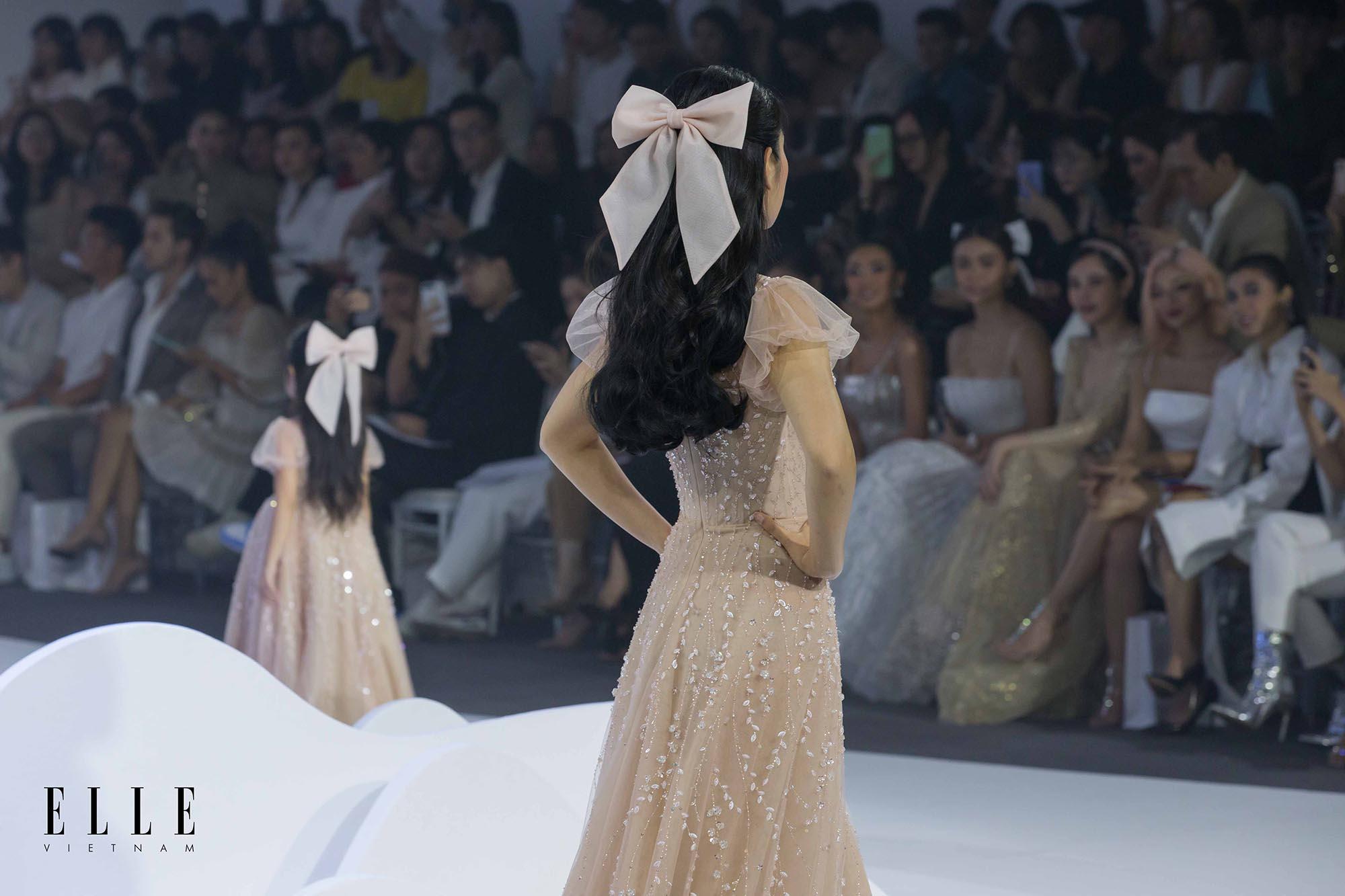 NTK Chung Thanh Phong BST Dear My Princess cùng kẹp tóc đính nơ