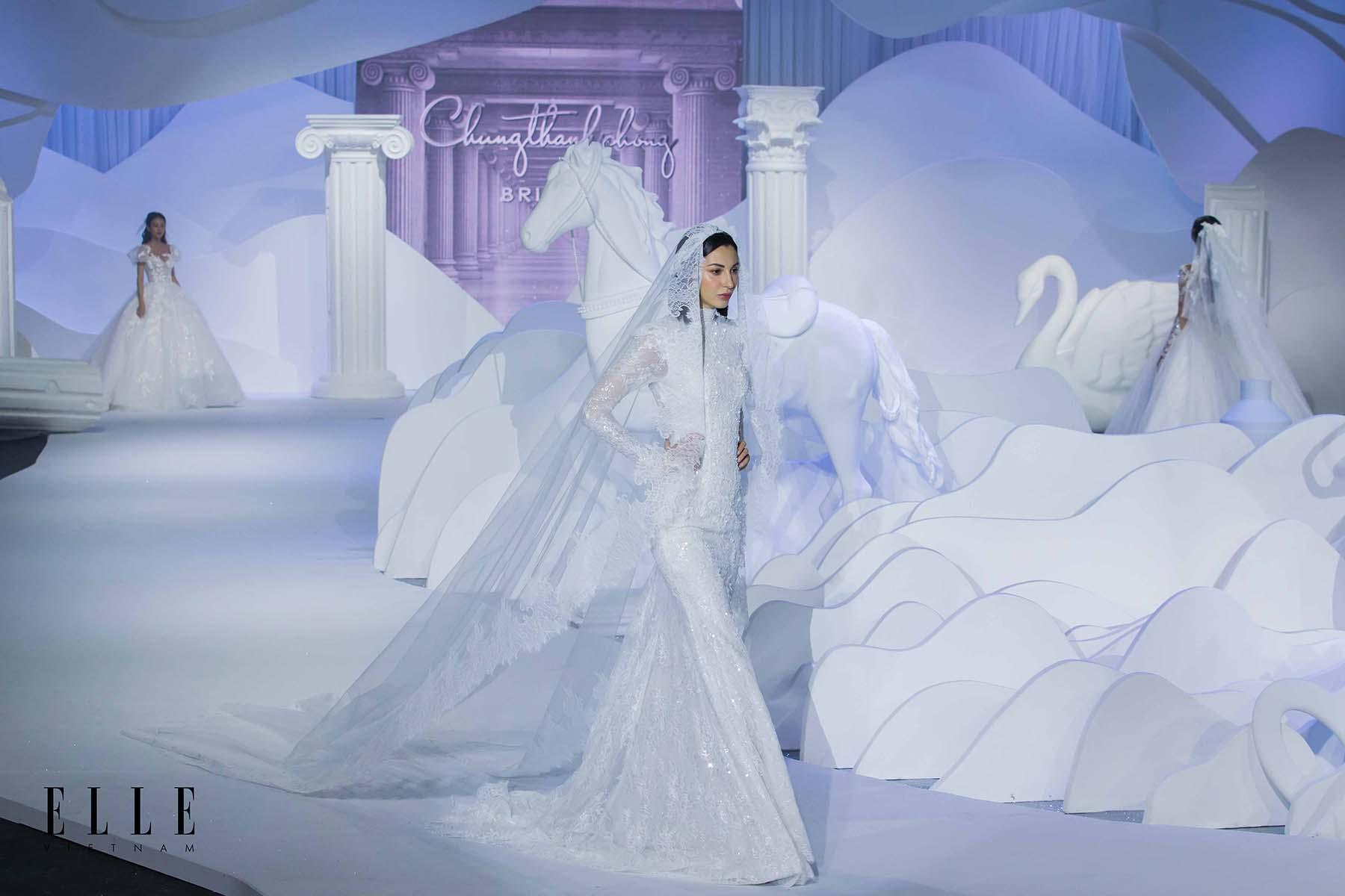 NTK Chung Thanh Phong BST Dear My Princess cùng thiết kế đuôi cá và họa tiết lộng lẫy tinh tế