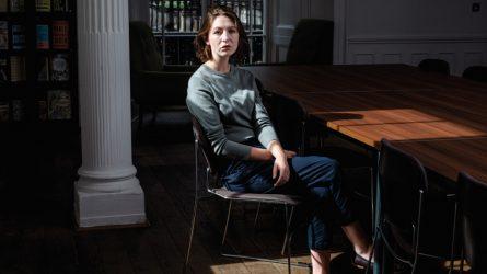 Sally Rooney - Tiểu thuyết gia vĩ đại đầu tiên của thế hệ Millennials