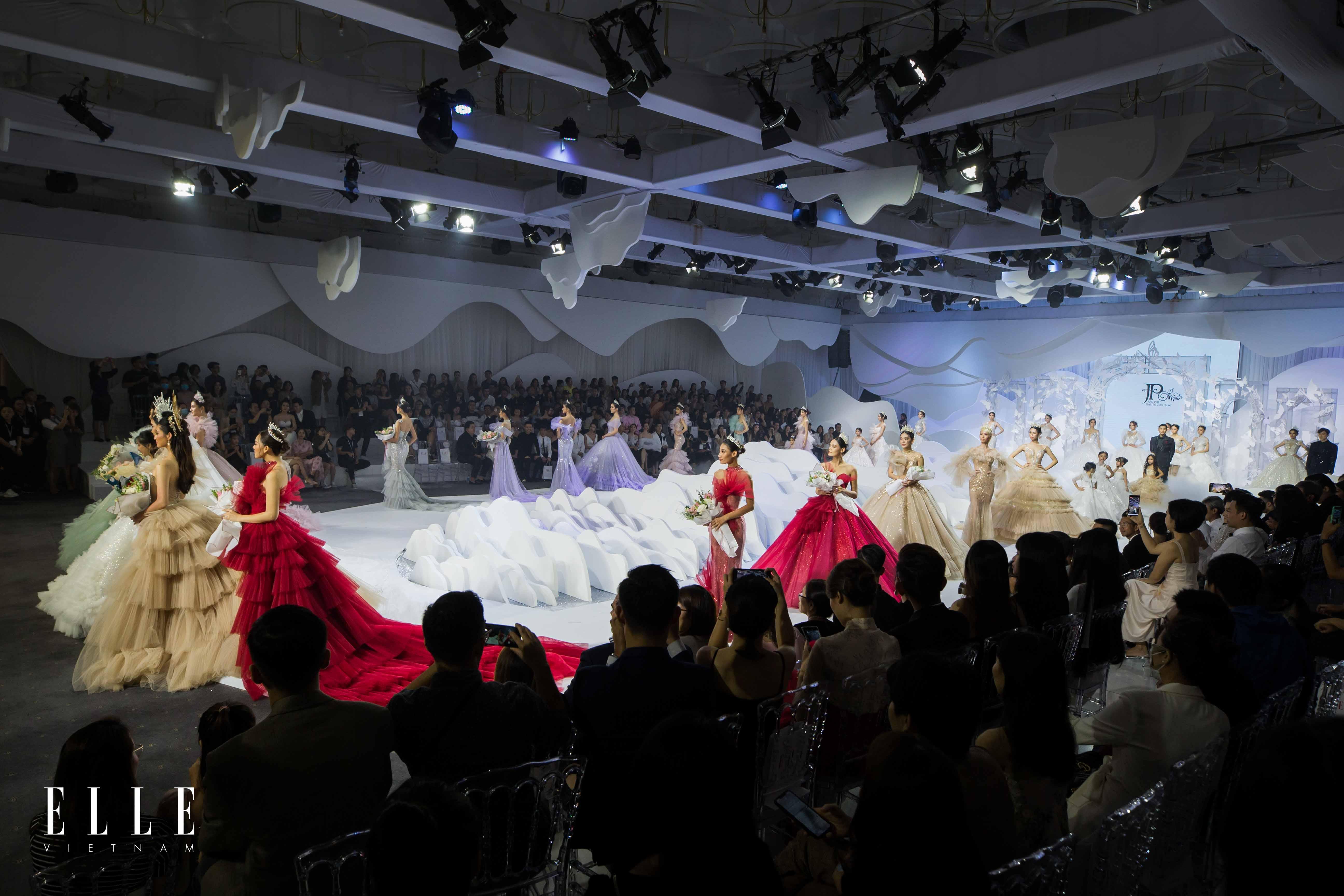 biểu diễn váy cưới ntk phạm đăng Anh Thư Joli Poli