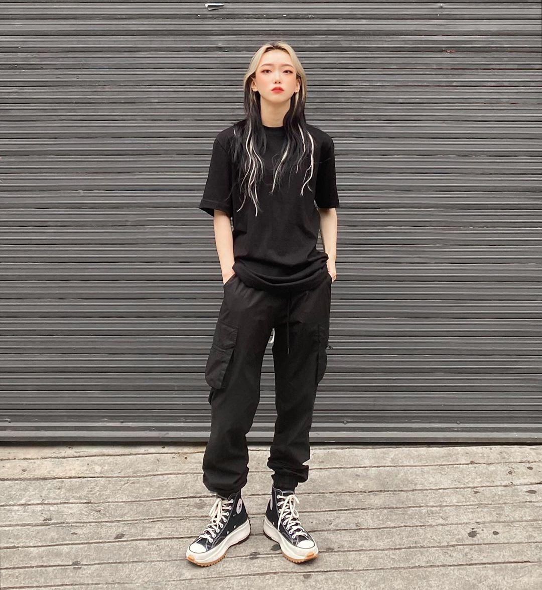 Phong cách tomboy trang phục phối theo all black áo đen và quần đen