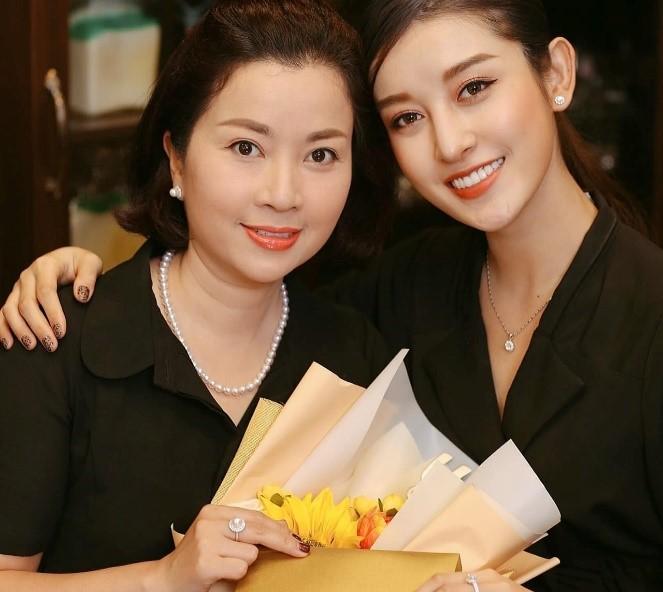 Bí quyết trẻ trung, tươi mới của Huyền My và nhiều sao Việt