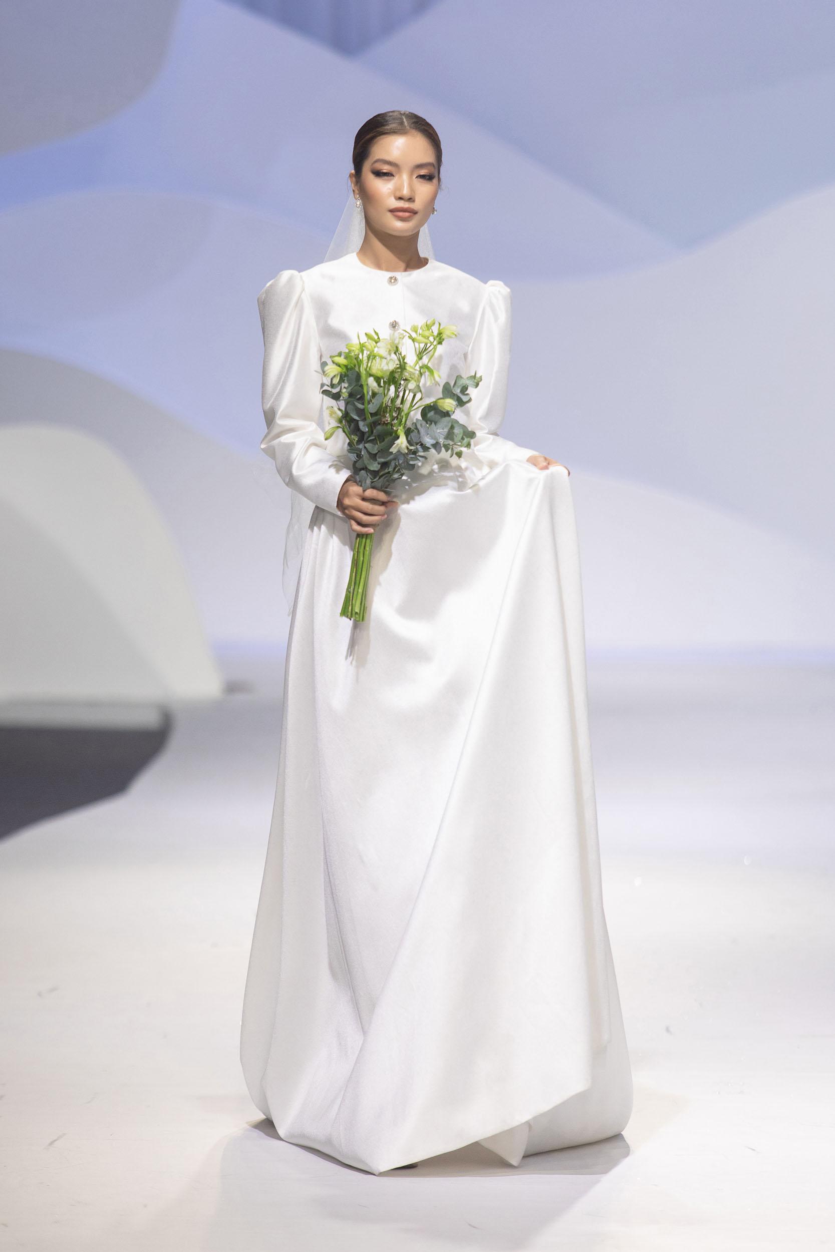 BST Decos Bridal Fall 2020 của NTK Nguyễn Phương đông cùng bộ váy cưới tối giản, cổ điển