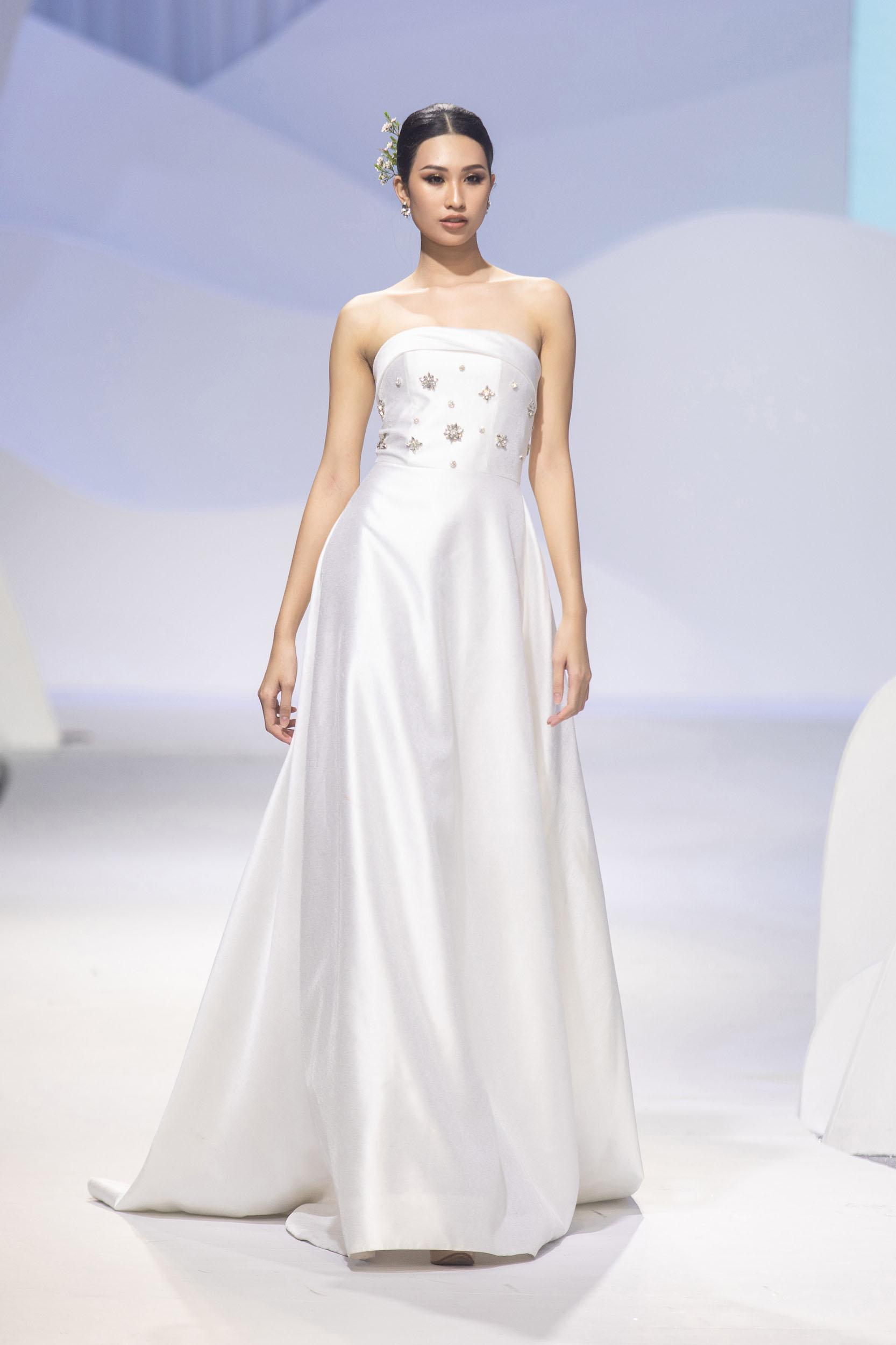 BST Decos Bridal Fall 2020 của NTK Nguyễn Phương đông cùng bộ váy cưới tối giản đính kết hạt