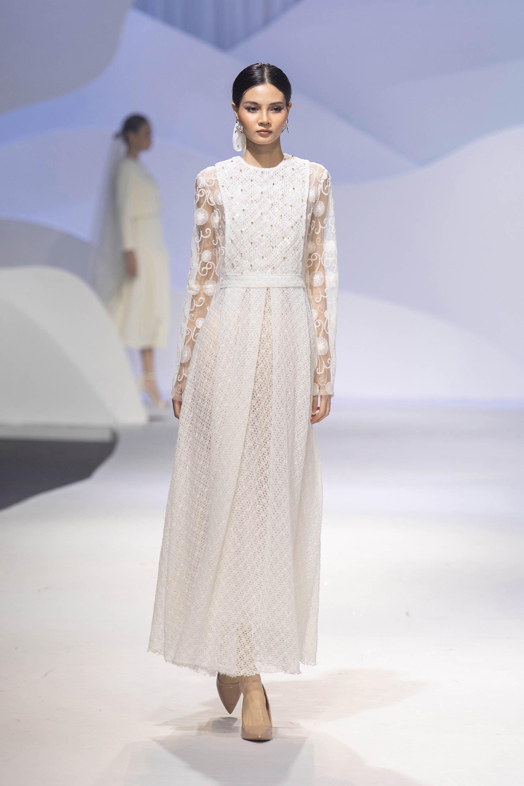 BST Decos Bridal Fall 2020 của NTK Nguyễn Phương đông cùng váy cưới chất liệu vải tweet