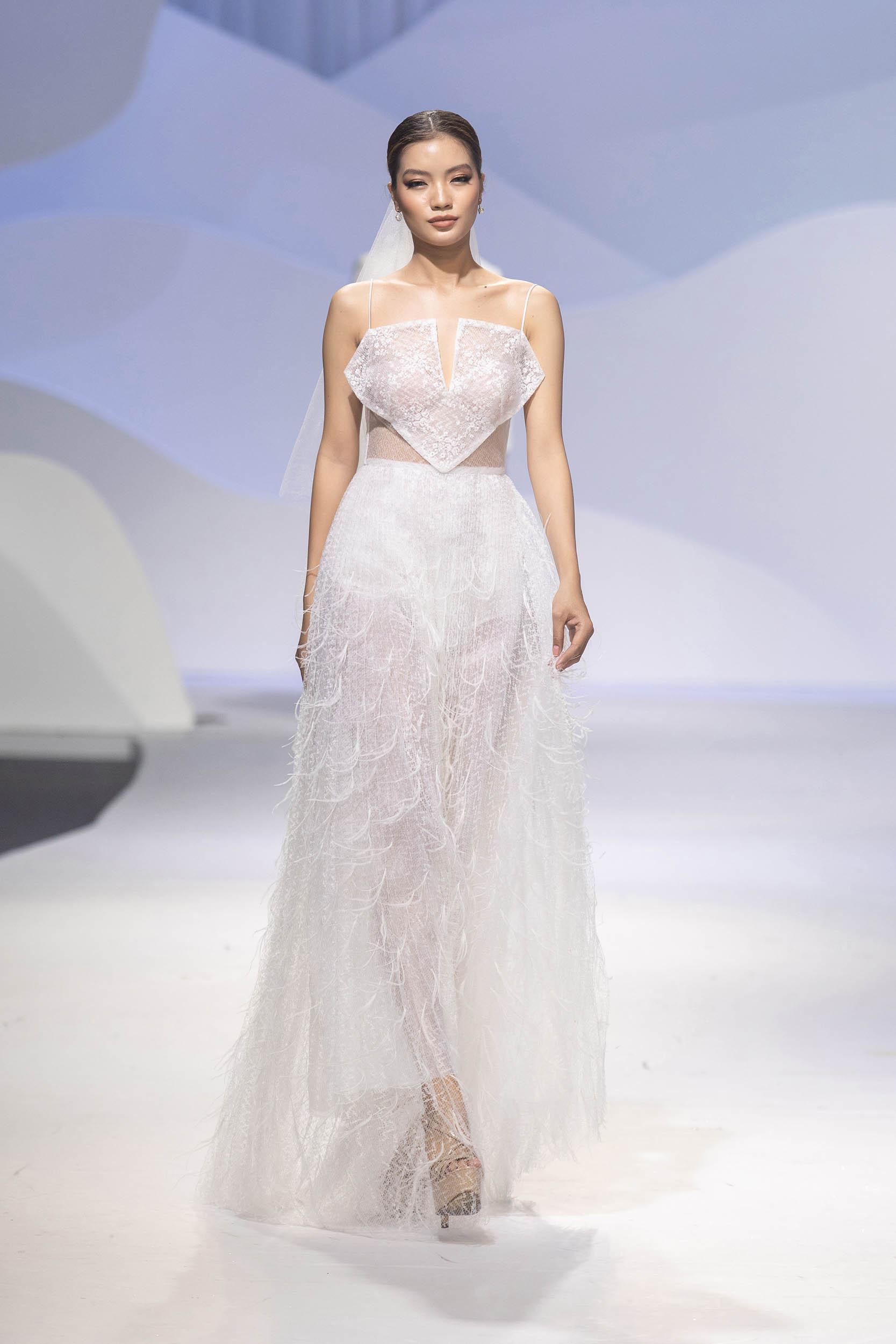 BST Decos Bridal Fall 2020 của NTK Nguyễn Phương đông cùng váy cưới chất liệu ren