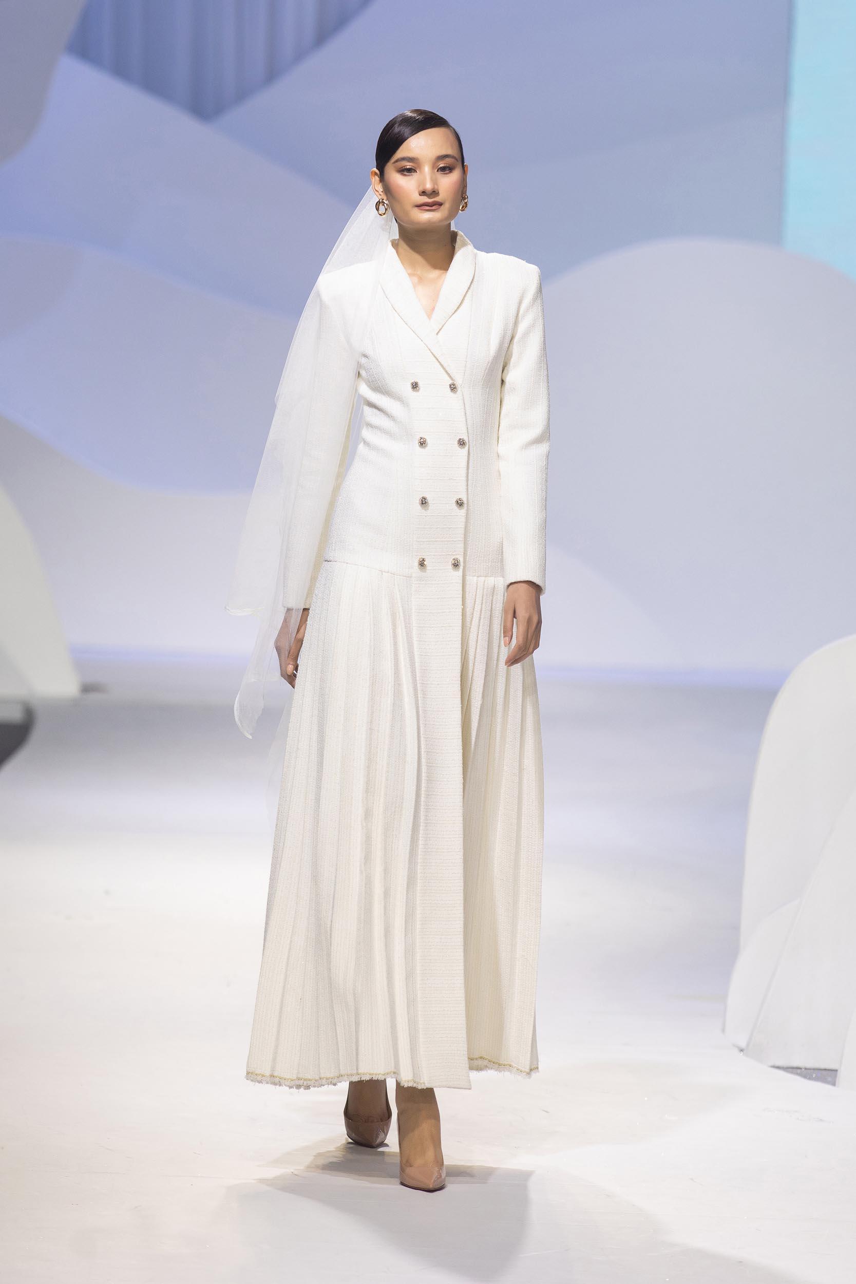 Người mẫu Lê Thúy xuất hiện tại sàn diễn Decos Bridal Fall 2020 của NTK Nguyễn Phương Đông