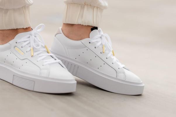 Tận hưởng ưu đãi độc quyền trên shopee khi mua adidas Sleek.