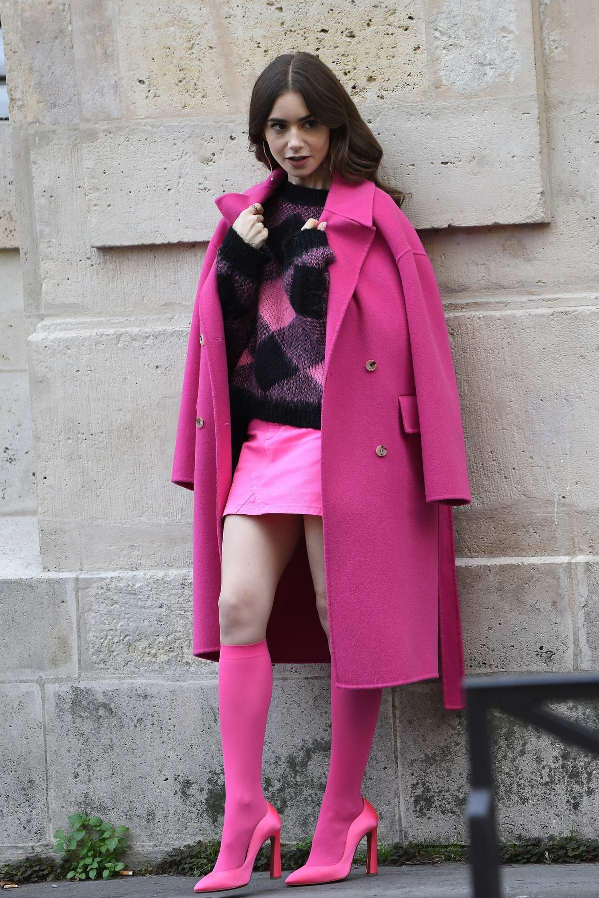 Lily Collins mặc đồ hồng monochrome trong Emily In Paris