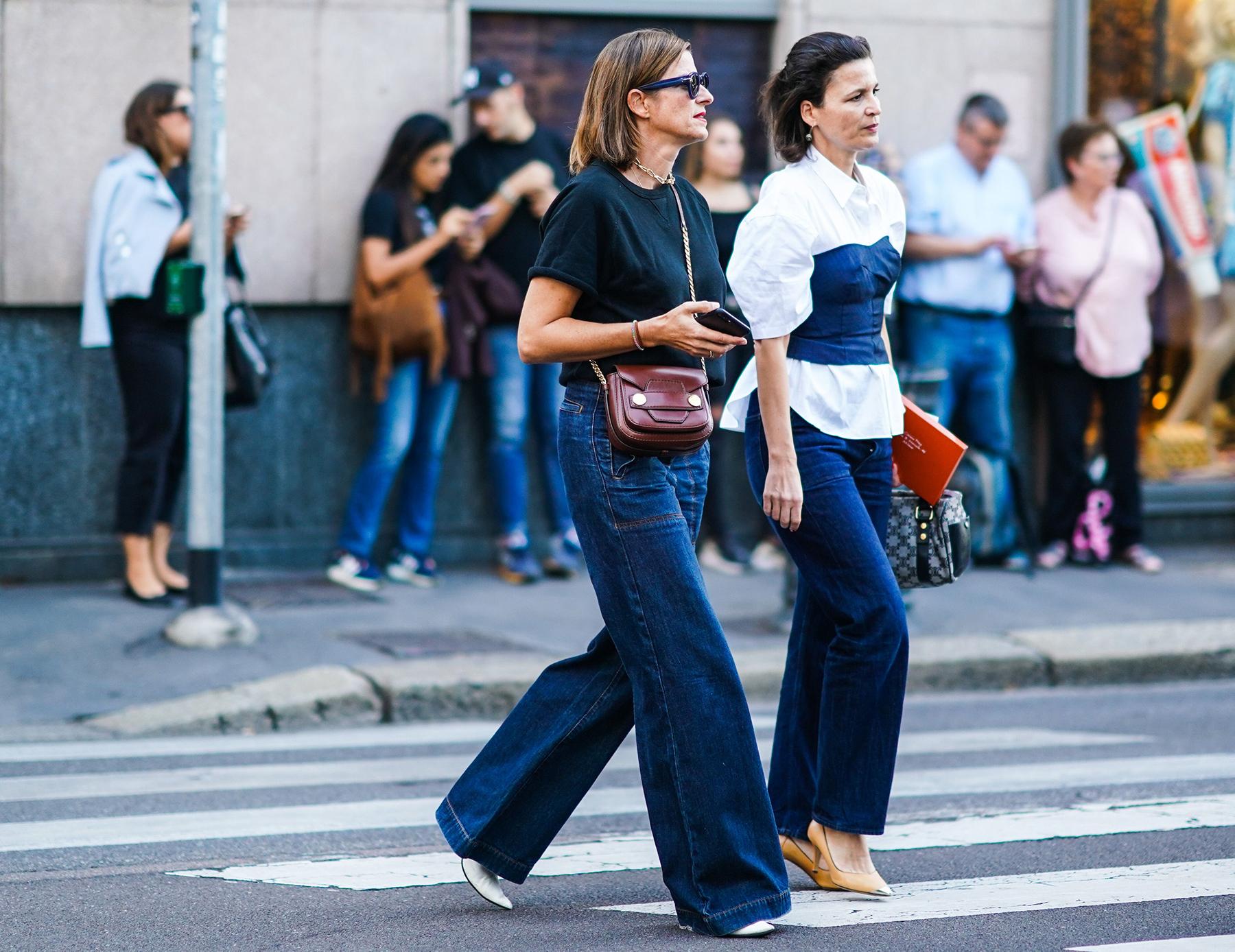 quần jeans ống loe petite