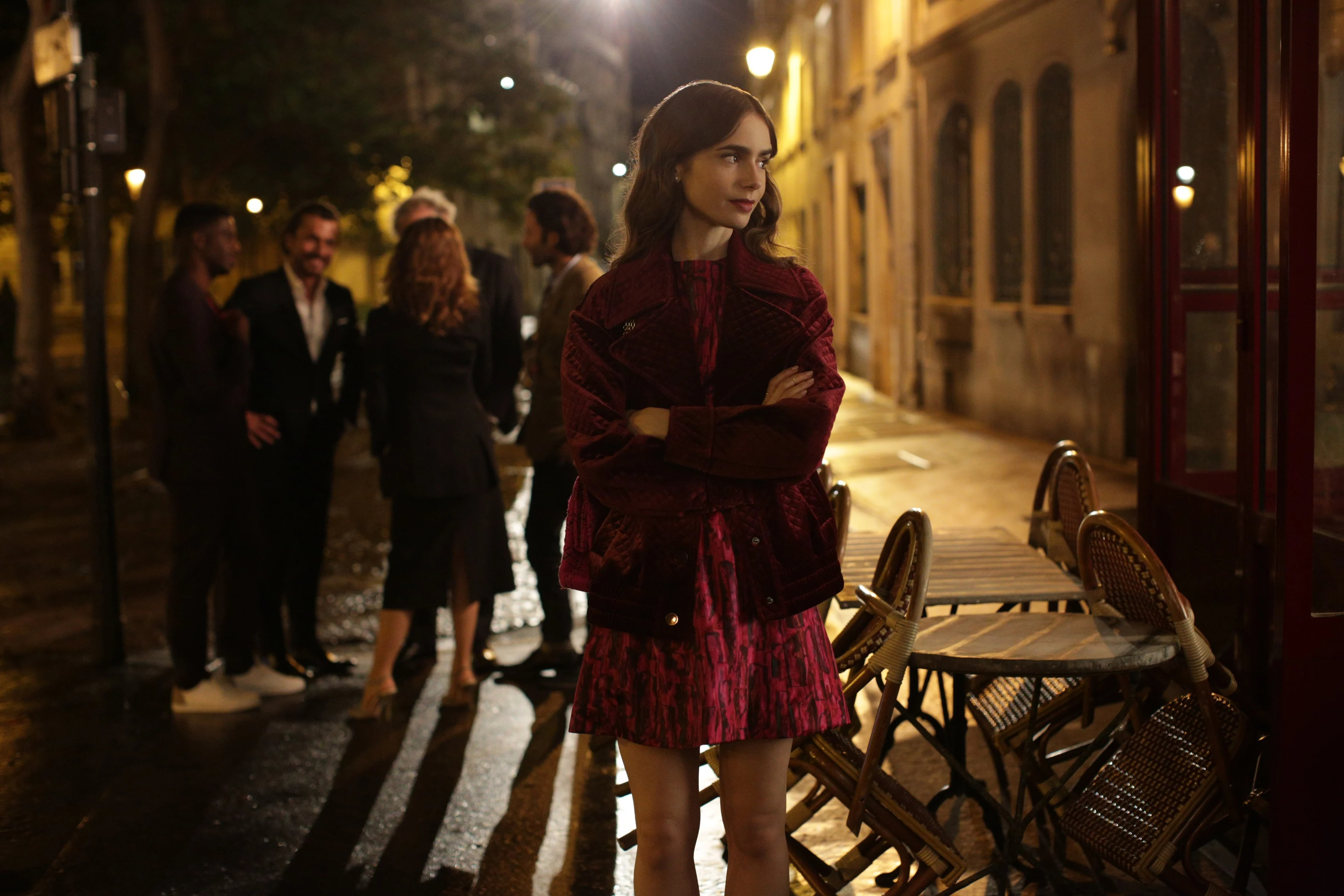 Lily Collins mặc váy màu đỏ đô trong Emily In Paris