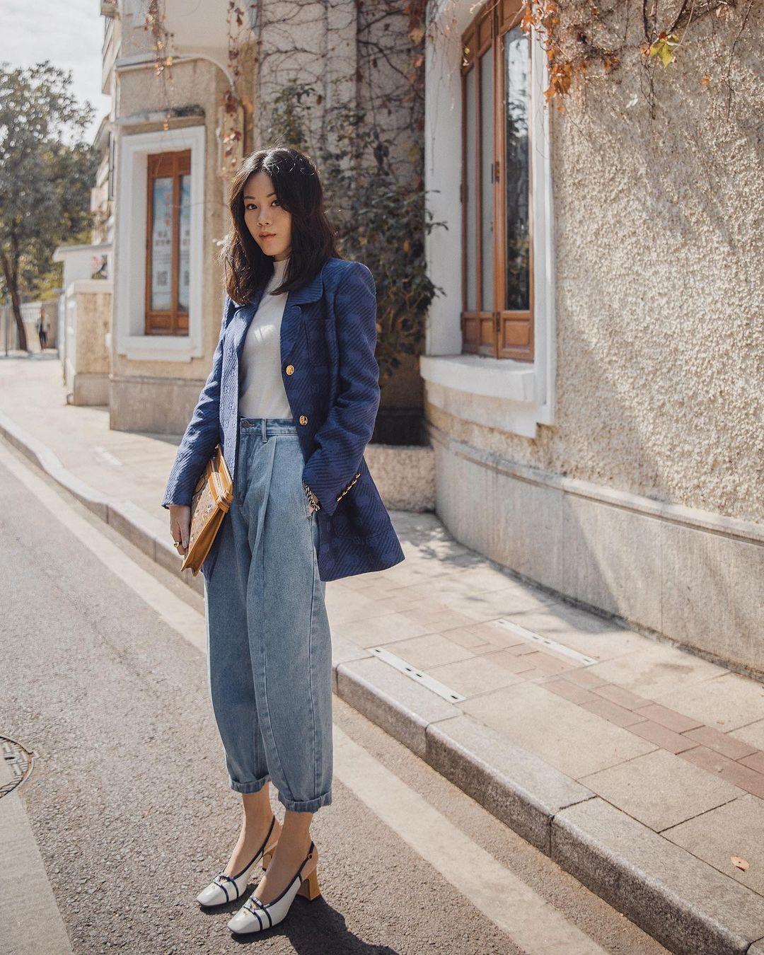 áo blazer phối cùng quần jeans nghệ thuật phối đồ layer
