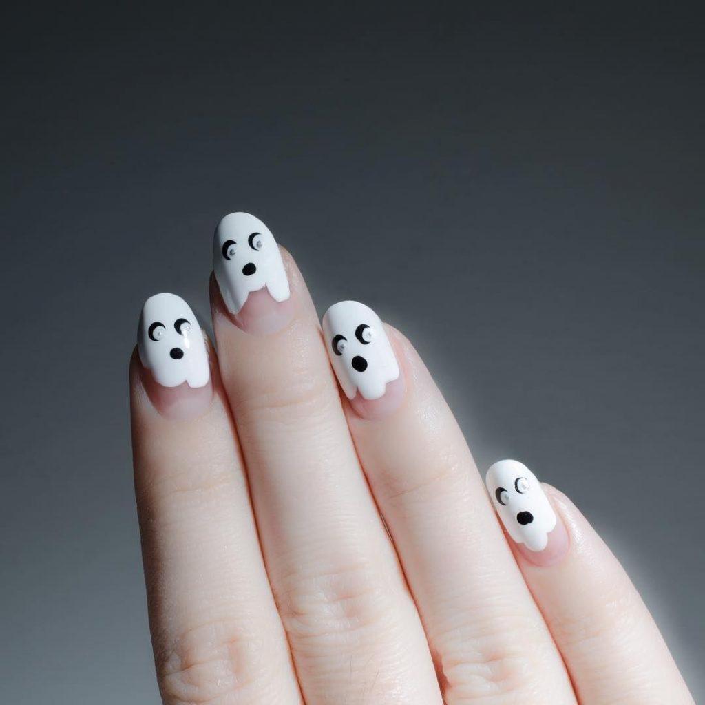 trang trí móng tay halloween