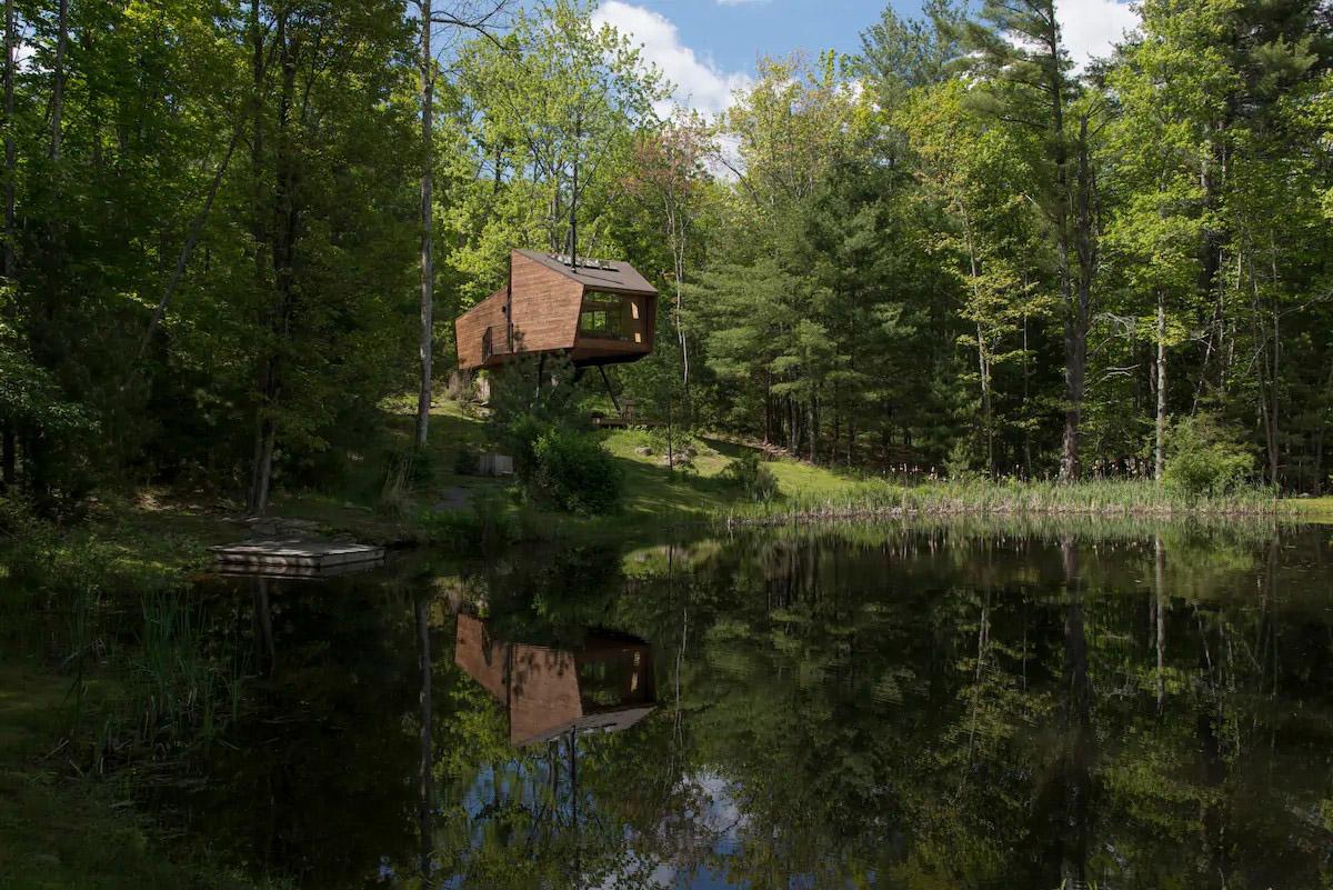 mặt hồ nhà trên cây