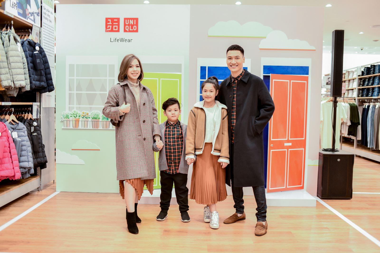 Gia đình diễn viên Mạnh Trường BST thời trang UNIQLO x JW ANDERSON Thu Đông 2020