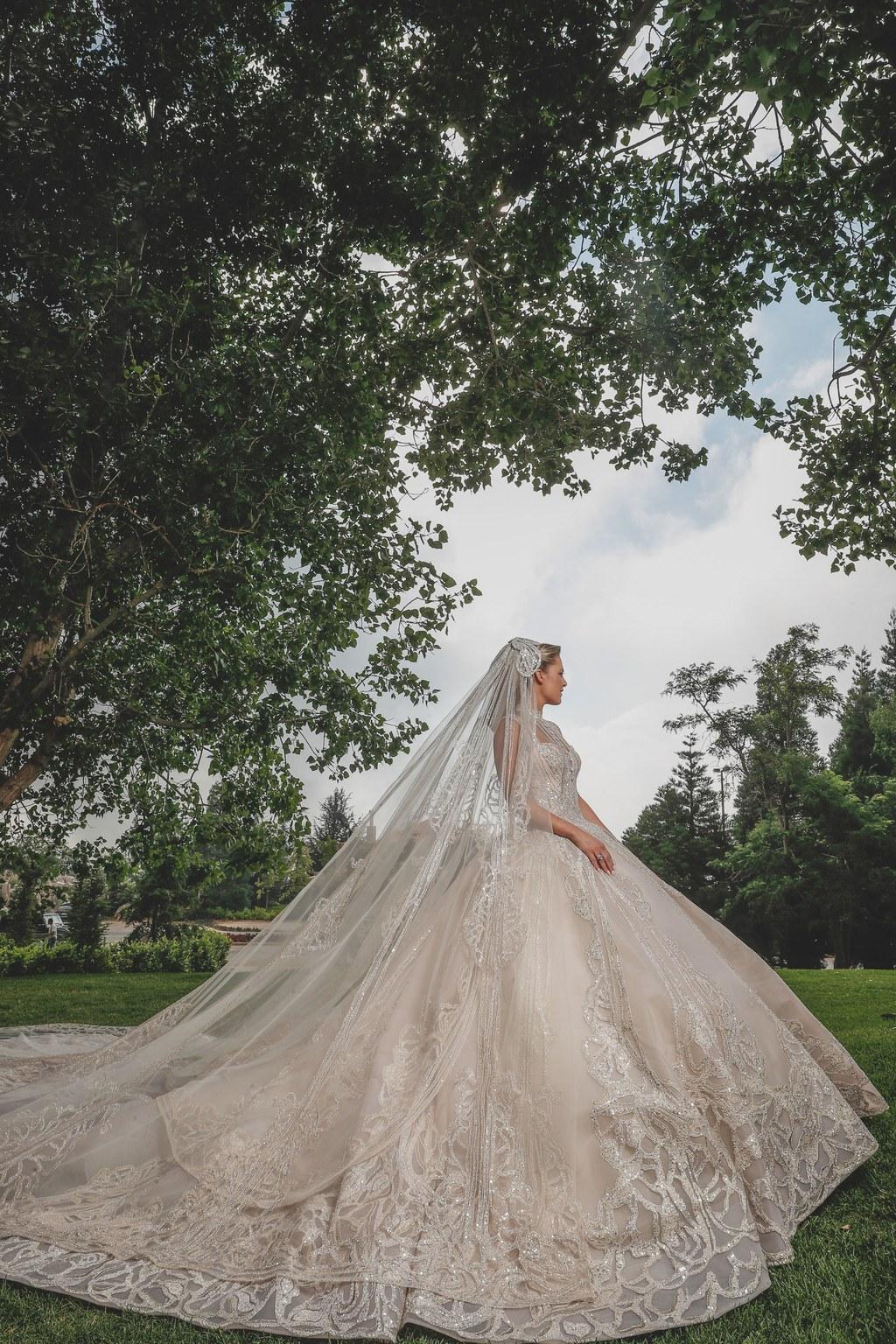 váy cưới lộng lẫy elie saab