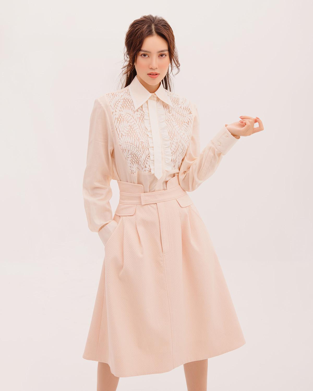 Ninh Dương Lan Ngọc cùng BST của Decos bộ váy thanh lịch cùng chất liệu vải ren