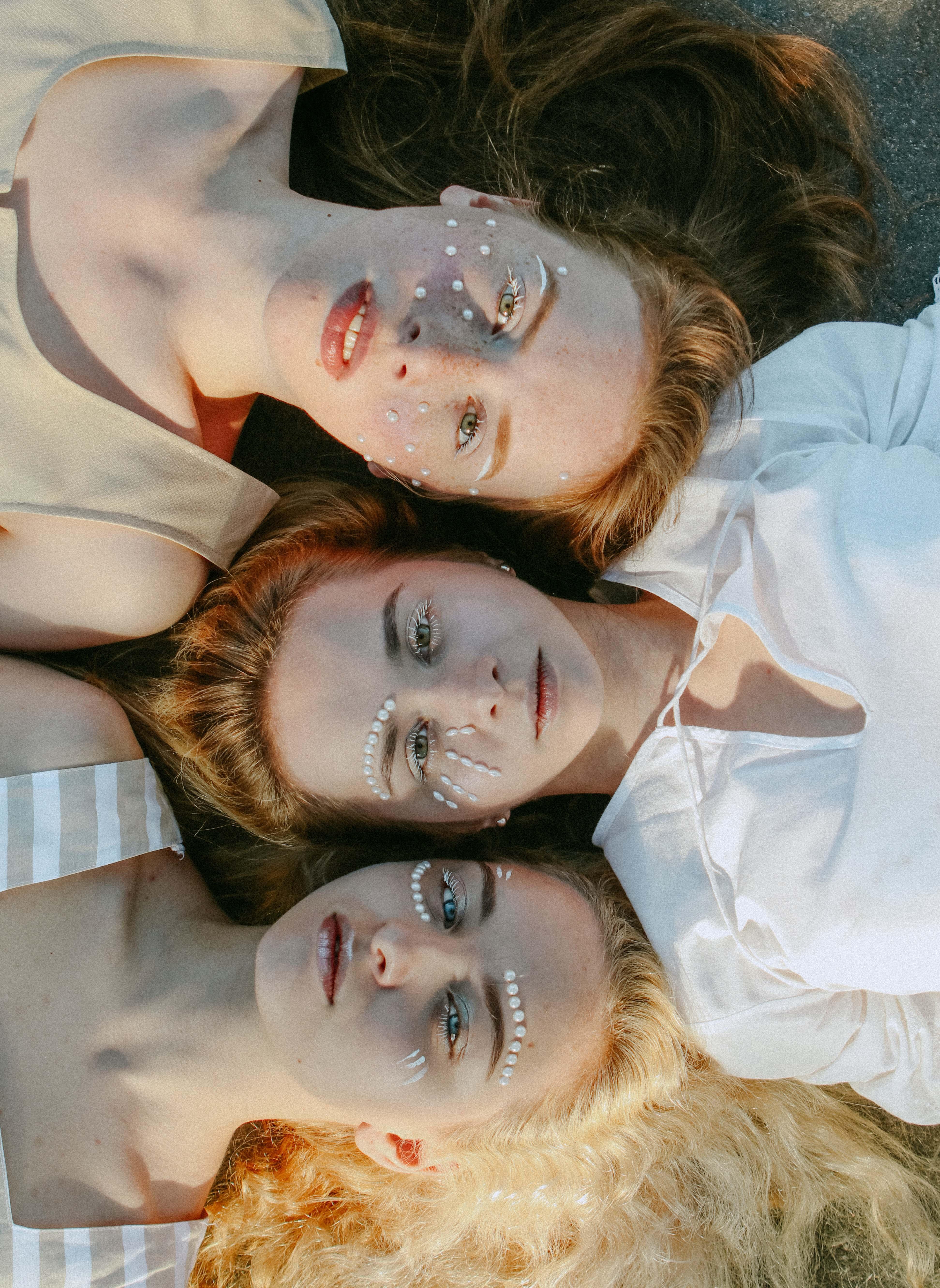 Khuôn mặt của 3 cô gái