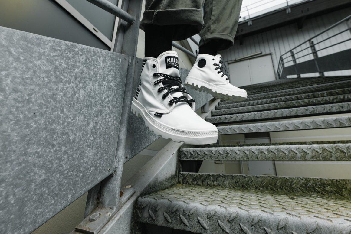 Palladium cùng dòng giày Pampa Hi Future màu trắng và dây giày màu đen phong cách thời trang siêu ngầu