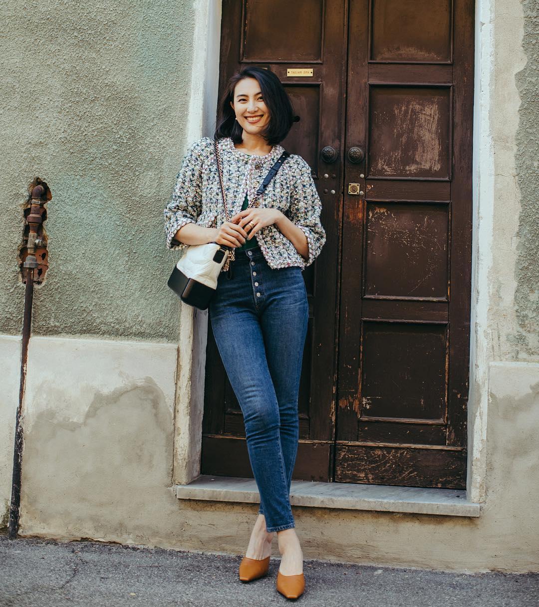 quần jeans với chất liệu vải dày phù giúp che đi những khiếm khuyết cơ thể