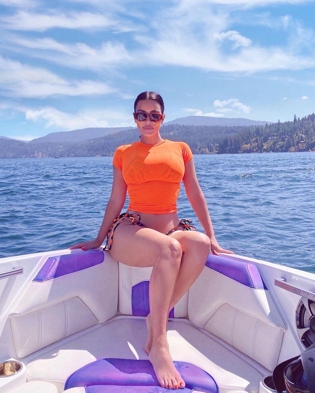 Bí quyết sở hữu thân hình nóng bỏng từ Kim Kardashian