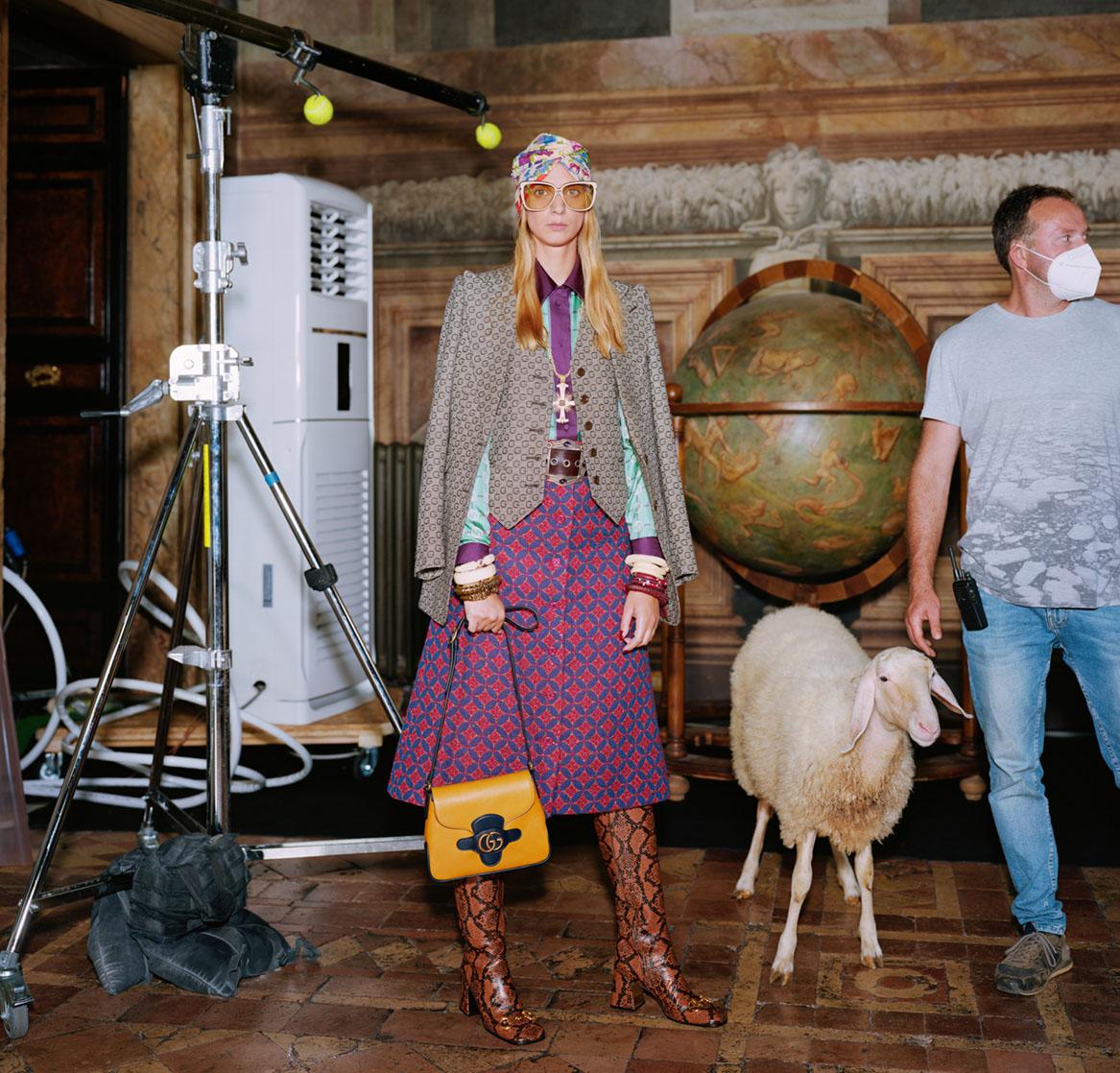 Campaign BST Epilogue của Gucci bộ trang phục váy tím và giày boots
