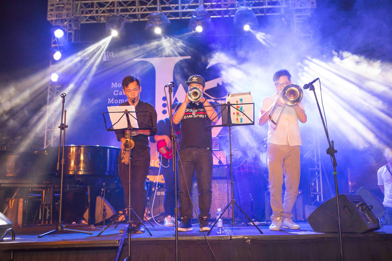 ban nhạc trong ngày hội