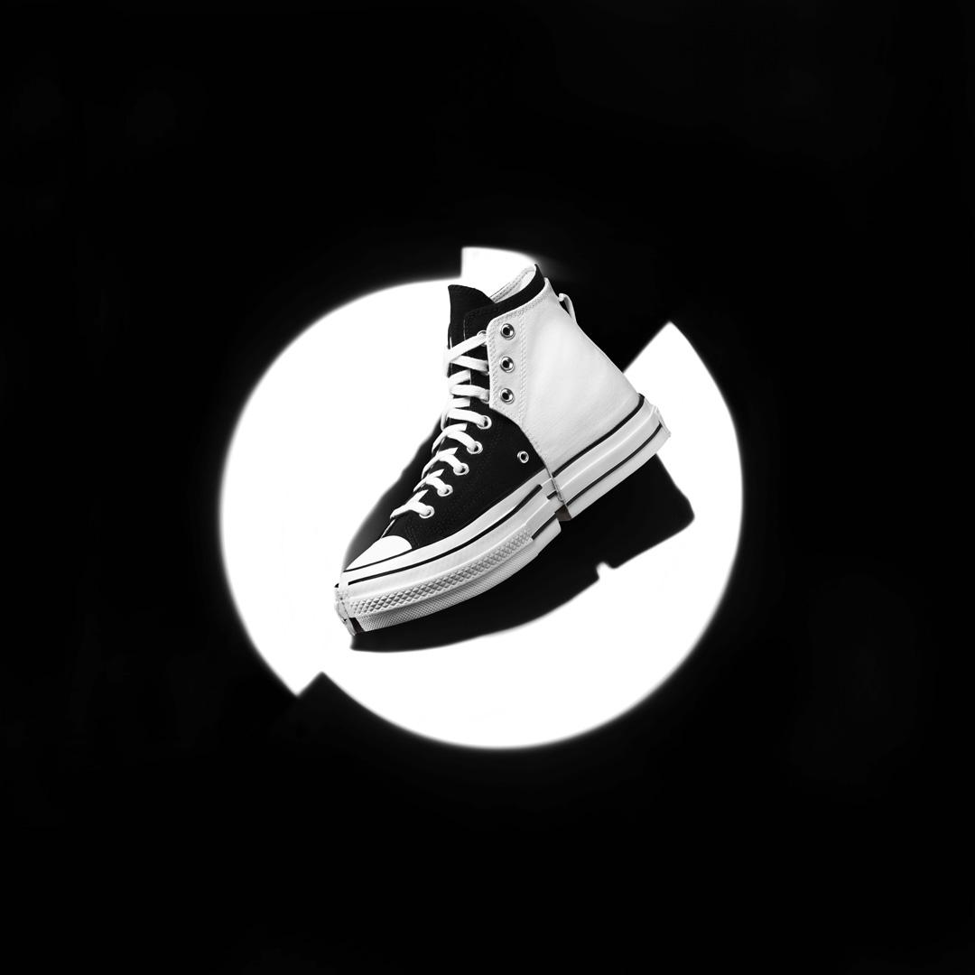 bst converse feng chen wang 2-in-1 phối 2 màu trắng đen nền đen