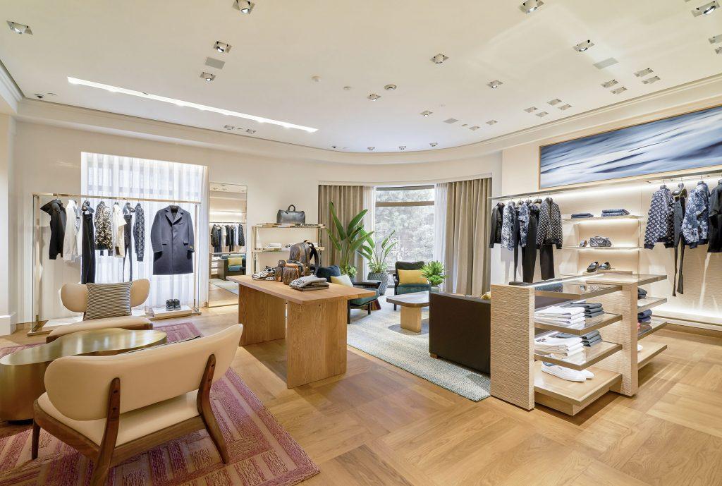 Khu vực tầng hai menswear Louis Vuitton Hà Nội